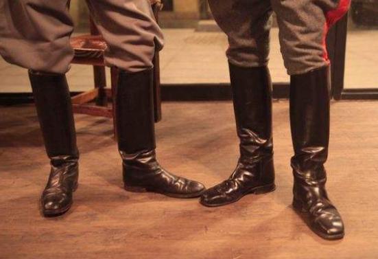腿粗靴子拉链拉不上怎么办